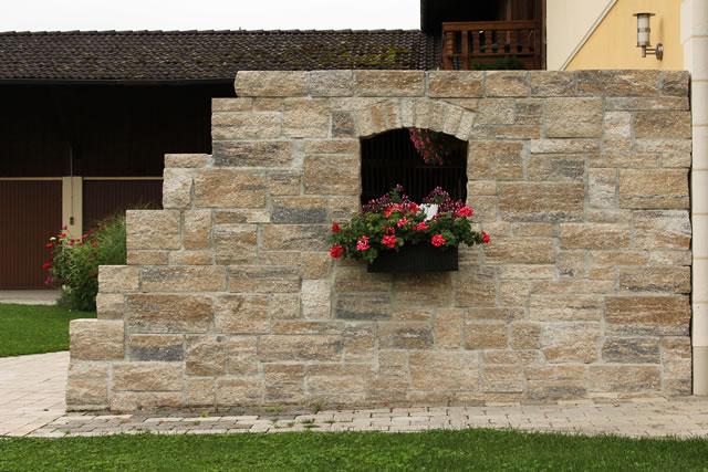 Garten und landschaftsbau sponfeldner for Mauer terrasse sichtschutz